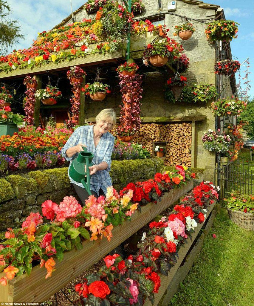 happy flower lady house